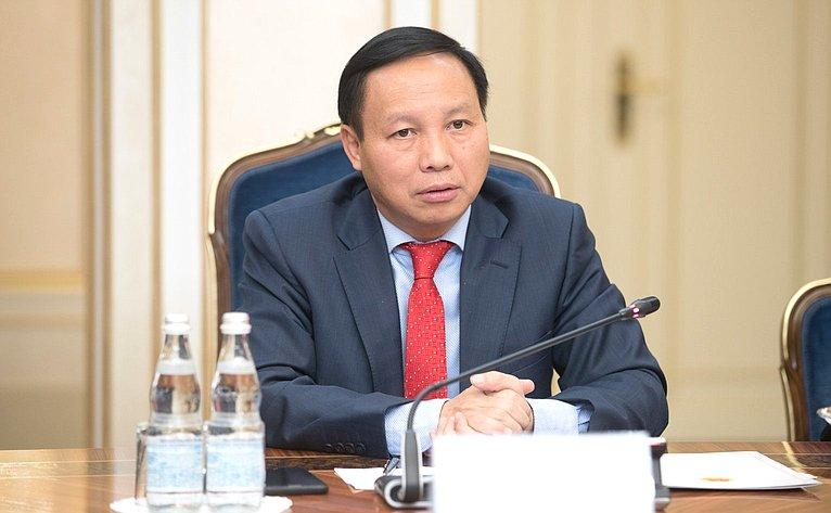 Встреча К. Косачева сЧрезвычайным иПолномочным Послом Вьетнама Нго Дык Манем