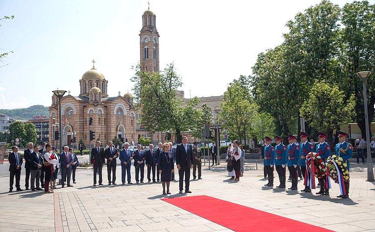 Возложение венков героям Народно-освободительной борьбы вЮгославии