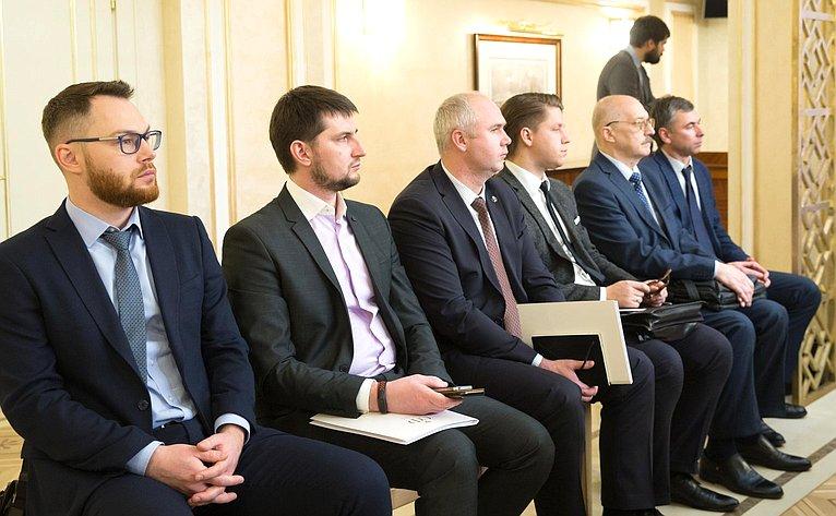 Парламентские слушания натему «К25-летию Конституции РФ Вопросы обеспечения гарантий прав исвобод человека игражданина»