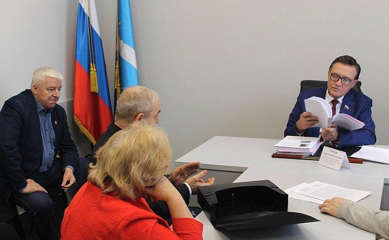 Сергей Рябухин провел приём граждан вУльяновске