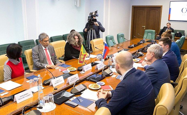 Встреча Андрея Климова сЧрезвычайным иПолномочным Послом Республики Шри-Ланка вРФ Даяном Джаятиллекой