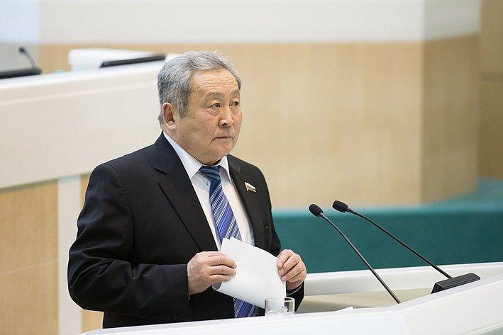 А. Тулохонов на385-м заседании Совета Федерации