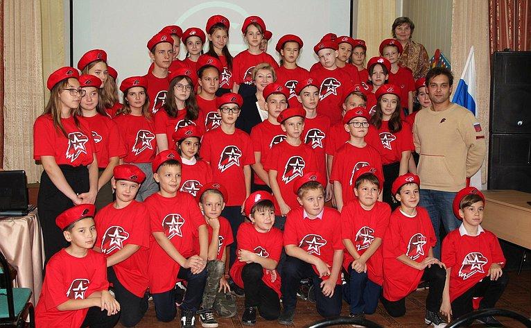 Римма Галушина приняла участие вцеремонии посвящения учеников Искательской средней школы вряды «Юнармии»