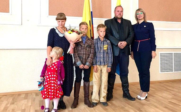 Наталия Косихина посетила семьи, которые будут представлять Ярославскую область наВсероссийском конкурсе «Семья года»