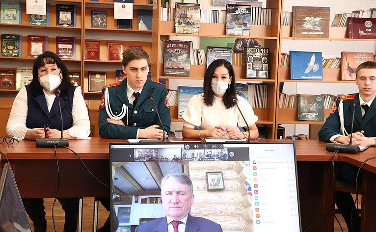 Юрий Воробьев провел урок, посвященный Дню защитника Отечества