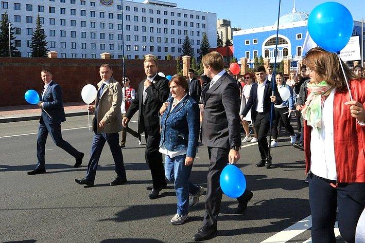 Константин Косачев принял участие вторжественном шествии студентов Марийского государственного университета поцентральным улицам г. Йошкар-Олы