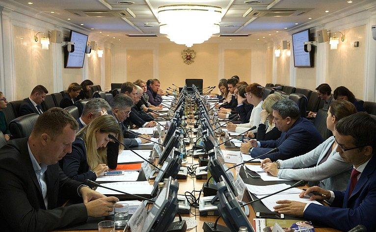 Андрей Кутепов провел заседание «круглого стола» натему «Проблемы осуществления закупок товаров, работ, услуг унитарными предприятиями, действующими всфере теплоснабжения»