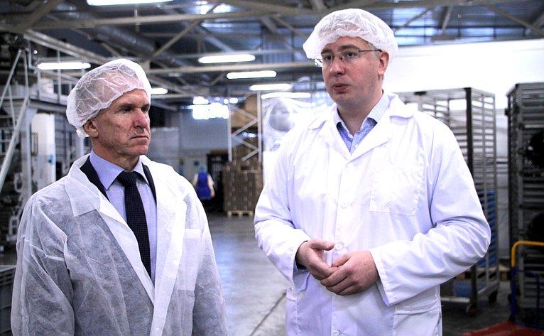 Владимир Кравченко посетил предприятия попроизводству молочной продукции вдеревне Нелюбино