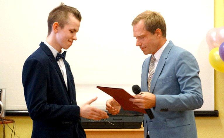 Андрей Кутепов посетил городскую школу №251 ипринял участие вцеремонии награждения врамках проекта «Дети-герои»