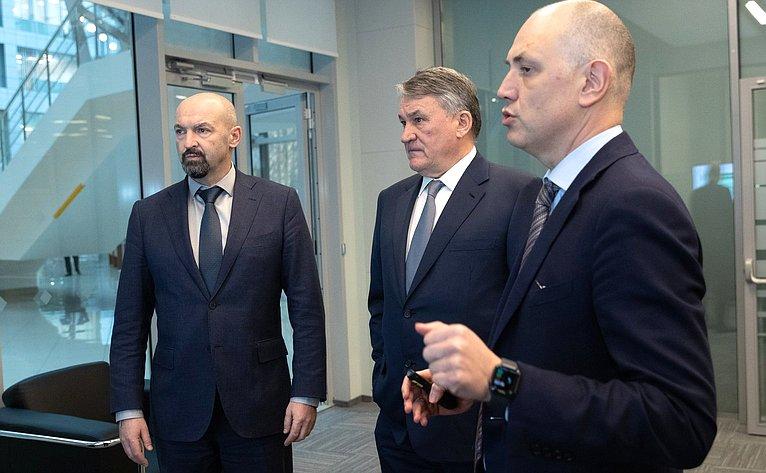 Ю. Воробьев осмотрел Центр управления регионом вздании Правительства Московской области