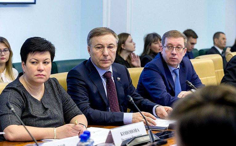 Л. Кононова, А. Варфоломеев иА. Майоров