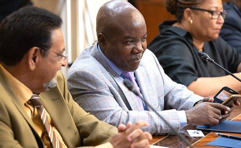 Встреча членов Комитета СФ поРегламенту иорганизации парламентской деятельности спервым заместителем Председателя Ассамблеи Республики Мозамбик, Руководителем Административного совета Ассамблеи А.Ж.Амелией