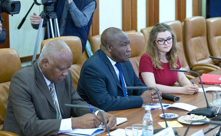 Чрезвычайный иПолномочный посол Демократической Республики Конго вРФ Валентин Нкуман Тавун Матунгул