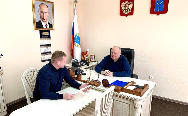Сергей Аренин провел встречу сначальником регионального штаба «Юнармии» А. Демченко