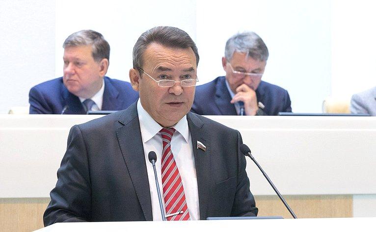 Р. Зинуров