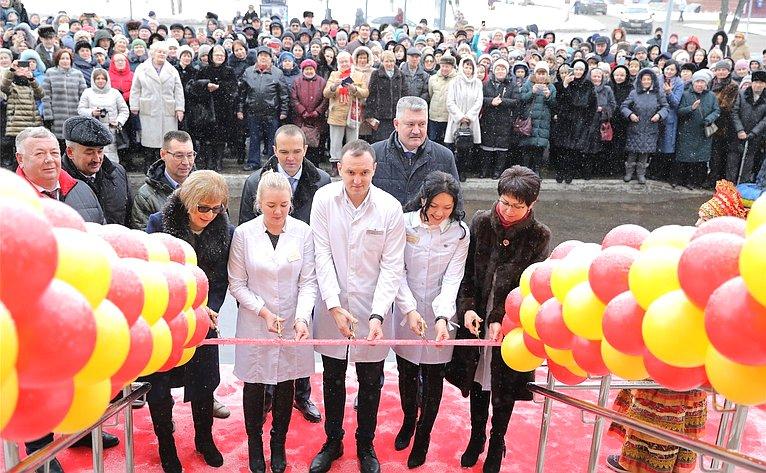 Вадим Николаев принял участие вторжественной церемонии открытия многопрофильной поликлиники Центральной городской больницы Минздрава Чувашии