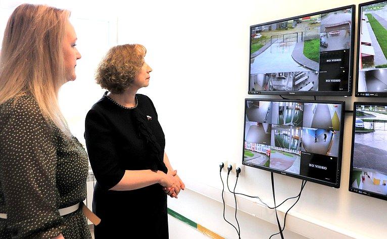 Римма Галушина посетила новую школу вНарьян-Маре