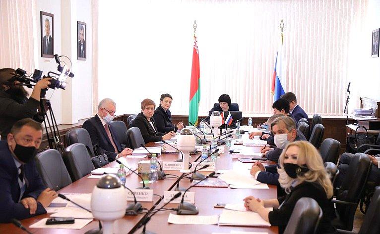 Елена Афанасьева провела заседание Комиссии Парламентского Собрания посоциальной имолодежной политике, науке, культуре игуманитарным вопросам