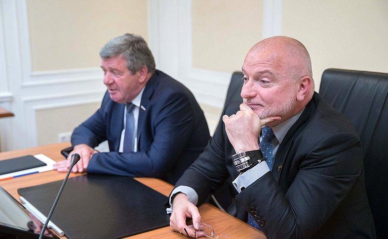 Встреча Андрея Клишаса иВалерия Семенова сфутболистами клуба «Тотем»