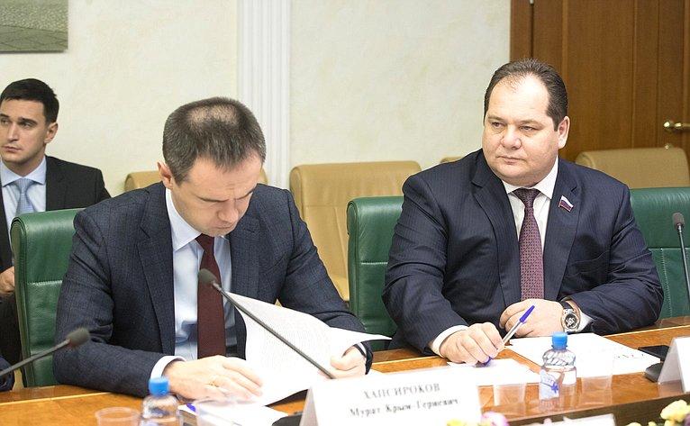 М. Хапсироков иР. Гольдштейн