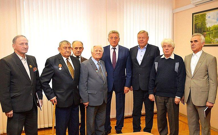 Актив Совета ветеранов находится впостоянном контакте сСергеем Лукиным