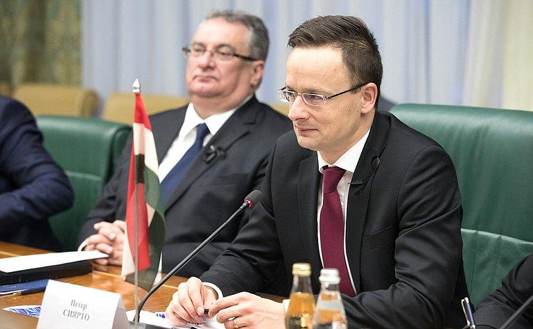 Министр внешнеэкономических связей ииностранных дел Венгрии Петер Сийярто