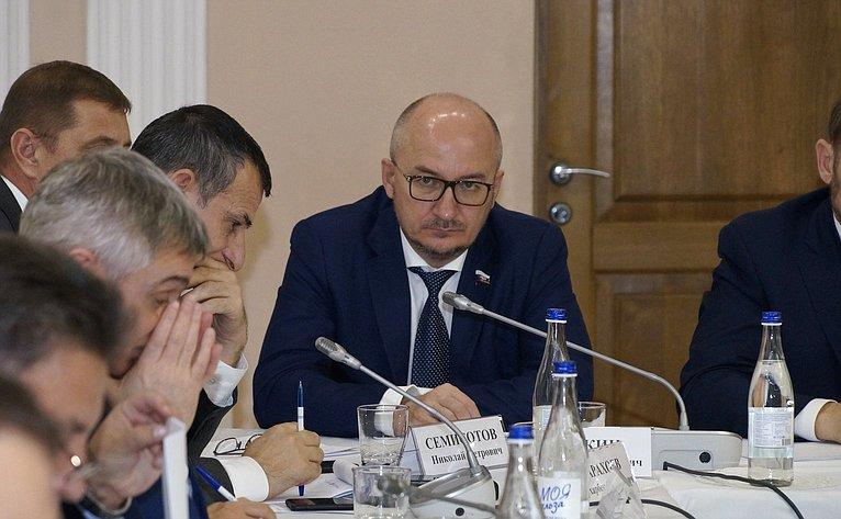 Расширенное заседание Временной комиссии Совета Федерации посовершенствованию правового регулирования всфере государственного контроля (надзора) имуниципального контроля вРоссийской Федерации