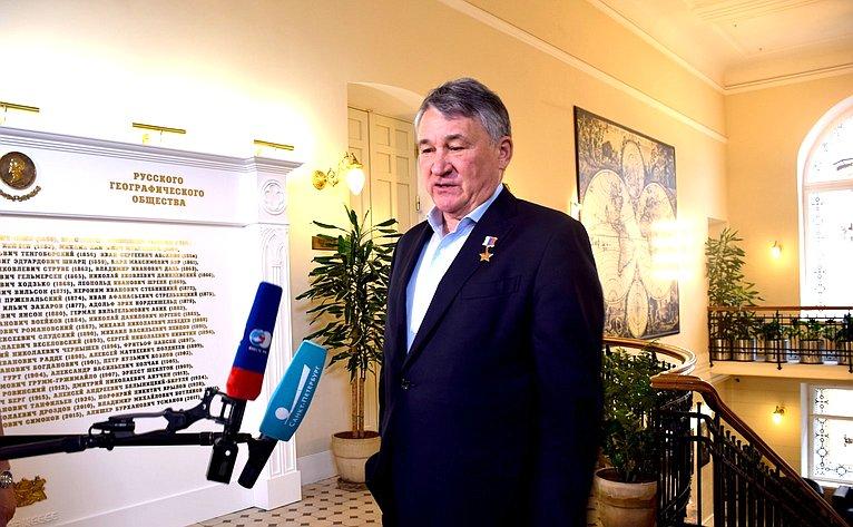 Ю. Воробьев встретился сучастниками межрегиональной экспедиции «Вместе поРусскому Северу»