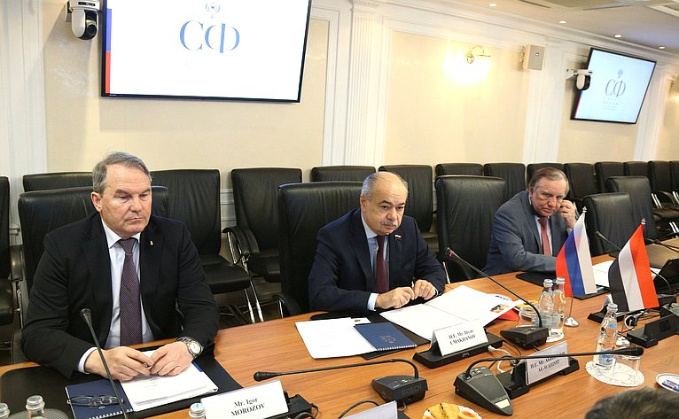 Встреча Ильяса Умаханова сЧрезвычайными иПолномочным Послом Йеменской Республики вРФ Ахмедом Салемом Аль-Вахейши