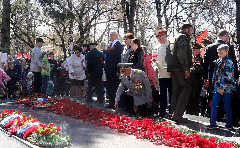 Н. Тихомиров принял участие вторжественном митинге, посвященном 73-й годовщине соДня Победы