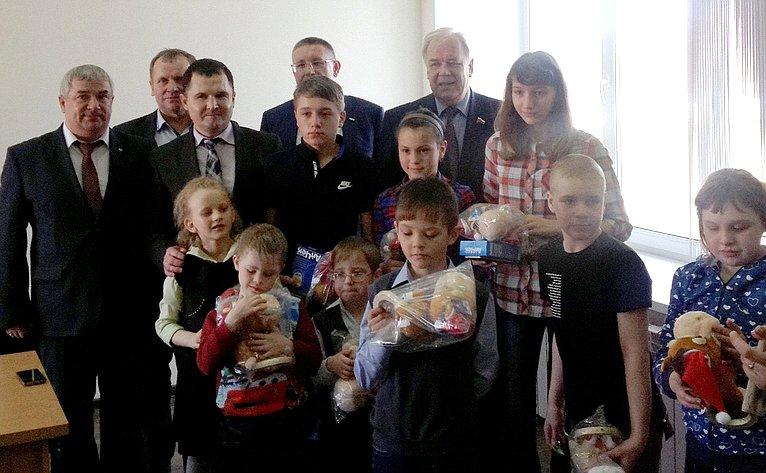 Сергей Попов посетил социальный спец-интернат вИсилькульском муниципальном районе Омской области