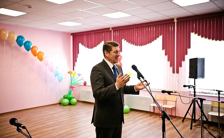 Андрей Шевченко иЮрий Берг приняли участие вцеремонии открытия детского сада «Теремок» врайонном центре Илек