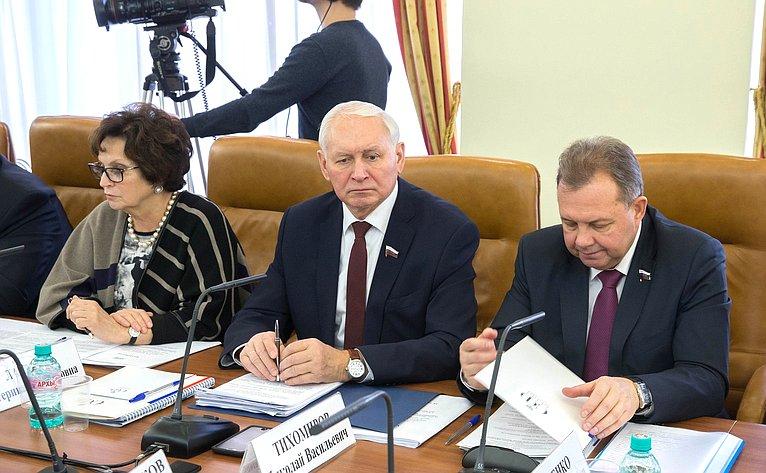 Е. Лахова, Н. Тихомиров иВ. Павленко