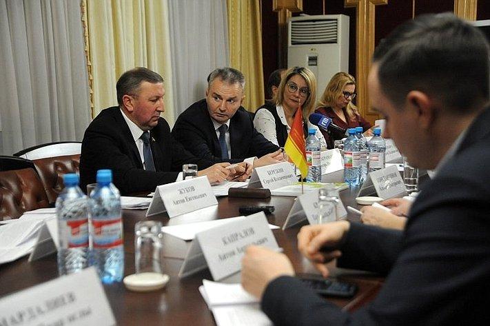 И. Каграманян принял участие вобщественном обсуждении внесения поправок вКонституцию Российской Федерации