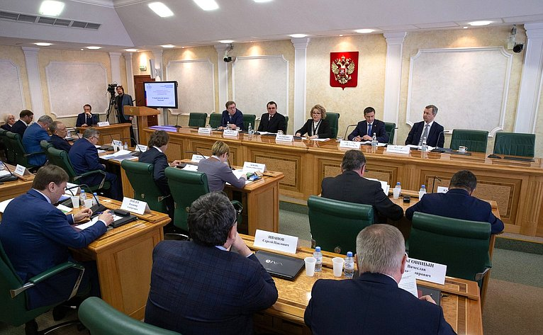 Встреча членов Совета Федерации сМинистром природных ресурсов иэкологии Д.Кобылкиным