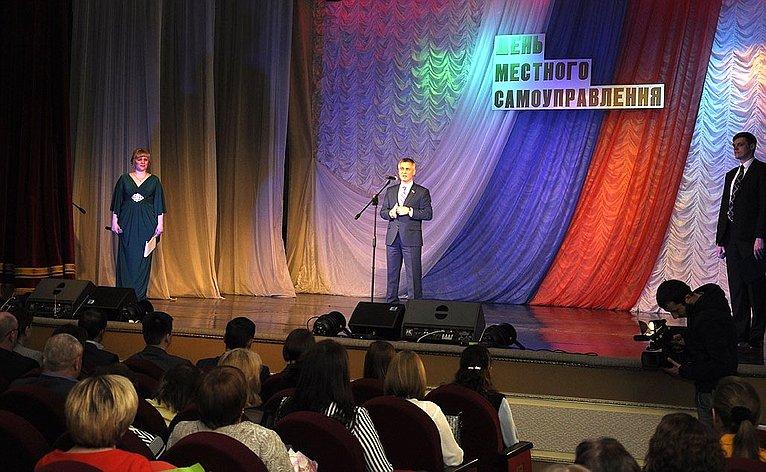Сергей Фабричный принял участие вмероприятиях, приуроченных кпрофессиональному празднику органов местного самоуправления
