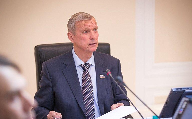 Г. Горбунов нарасширенном заседание Комитета СФ поаграрно-продовольственной политике иприродопользованию