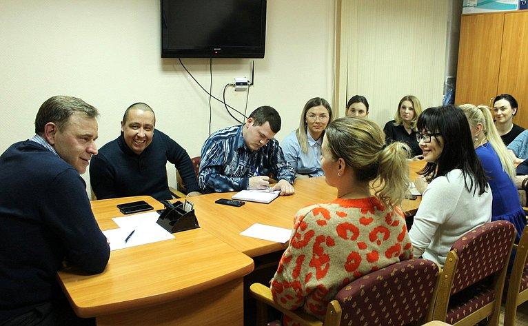 Виктор Новожилов провёл встречу смолодёжным активом Вельского района