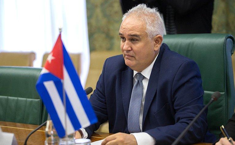 Встреча К. Косачев проведет встречу сЧрезвычайным иПолномочным Послом Республики Куба вРФ Эмилио Лосадой Гарсия