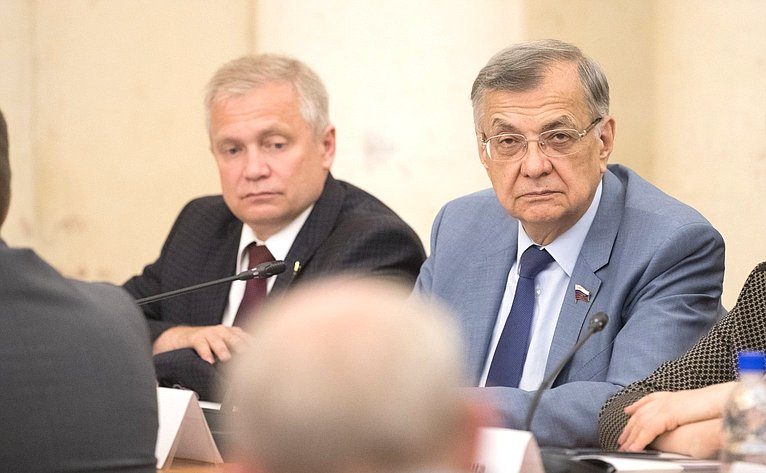 И. Ахметзянов иС. Жиряков