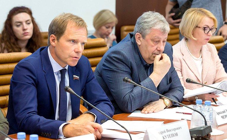 А. Кутепов, А. Чернецкий иИ. Гехт