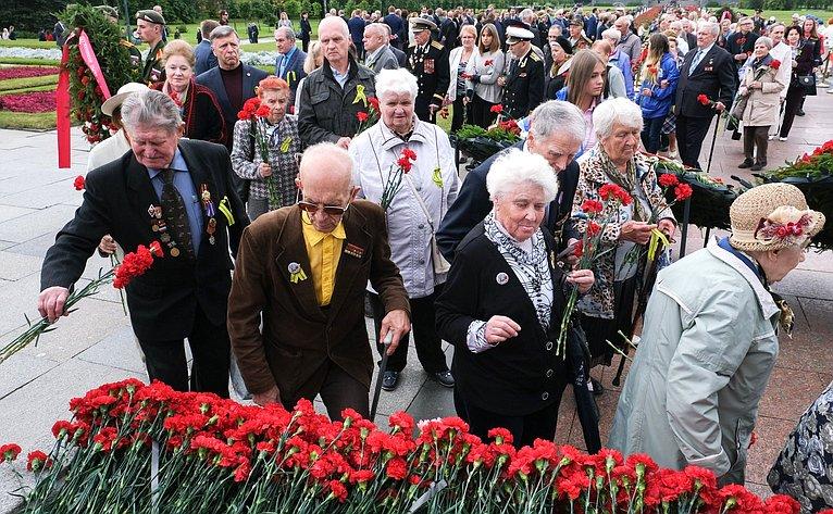 Торжественная траурная церемония наПискаревском мемориальном кладбище