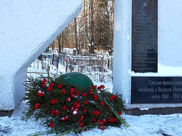 Сергей Березкин вДень защитника Отечества возложил цветы кмемориалам впамять опогибших вгоды Великой Отечественной войны