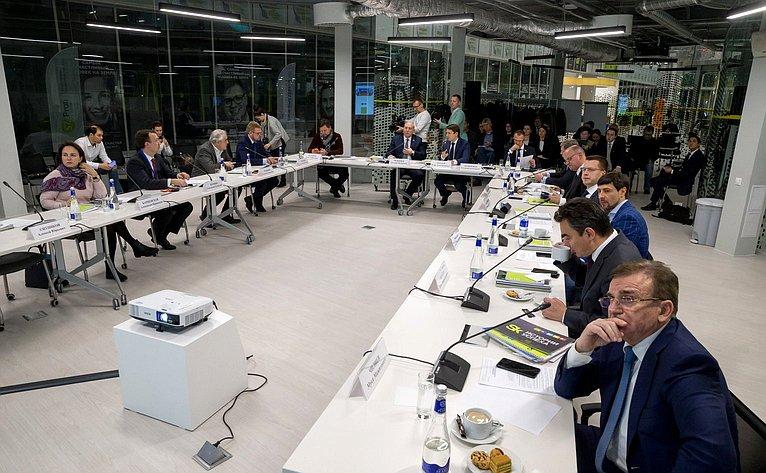 Выездное заседание Комитета СФ поэкономической политике винновационном центре «Сколково» натему «Ознакомление ситогами работы некоммерческой организации «Фонд развития Центра разработки икоммерциализации новых технологий»