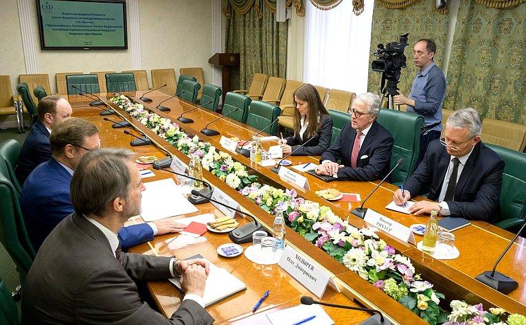 Встреча Константина Косачева сЧрезвычайным иПолномочным Послом ФРГ вРФ Рюдигером фон Фричем