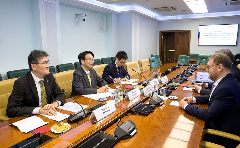 Встреча К.Косачева сЧрезвычайным иПолномочным Послом Японии вРоссии Т.Кодзуки