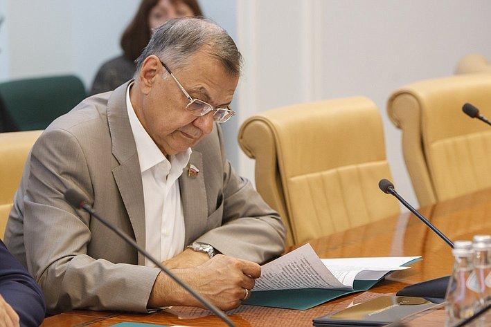 Заседание комиссия СФ по контролю за достоверностью сведений о доходах сенаторов - 2 Жиряков
