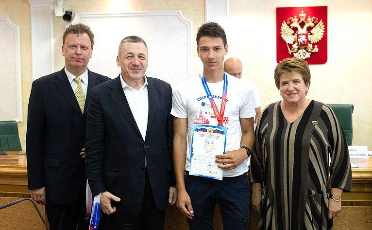 Церемония награждения участников детско-юношеского легкоатлетического сверхмарафона «Дети против наркотиков– Я выбираю спорт!»