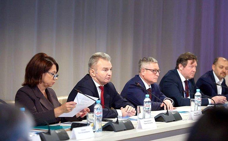 Игорь Каграманян провел заседание Совета повопросам реализации семейной политики иполитики винтересах детей при губернаторе области
