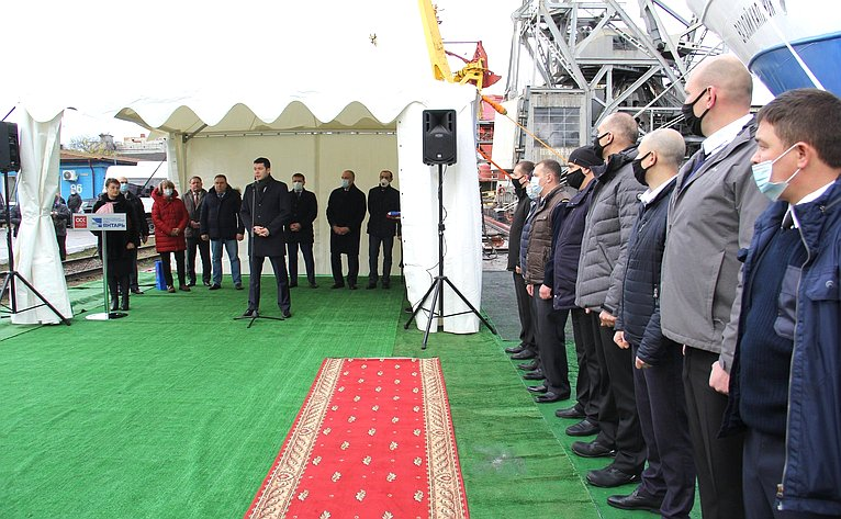 Сергей Митин принял участие вторжественной церемонии поднятия флага натраулере-сейнере «Василий Каплюк»